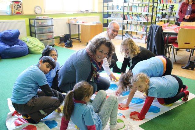 Integration durch Bildung: Sparkasse Nürnberg unterstützt ...